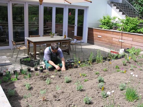 terrassenbau in berlin terrasse anlegen und bepflanzen terrassenbegr nung sichtschutz. Black Bedroom Furniture Sets. Home Design Ideas